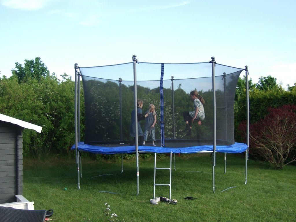 trampoline-182214_1920