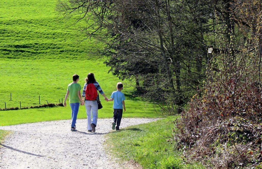 hiking-725545_1280